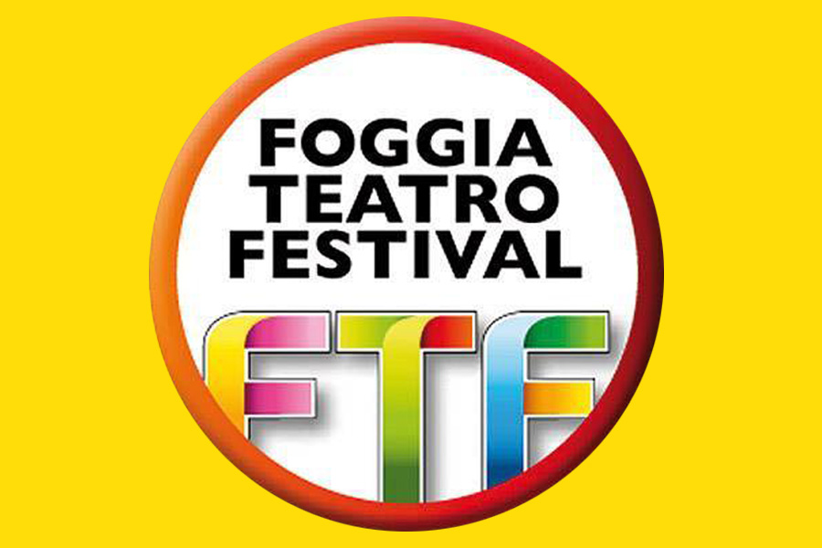 Foggia teatro di strada festival, circo contemporaneo, martina nova, acrobata aerea