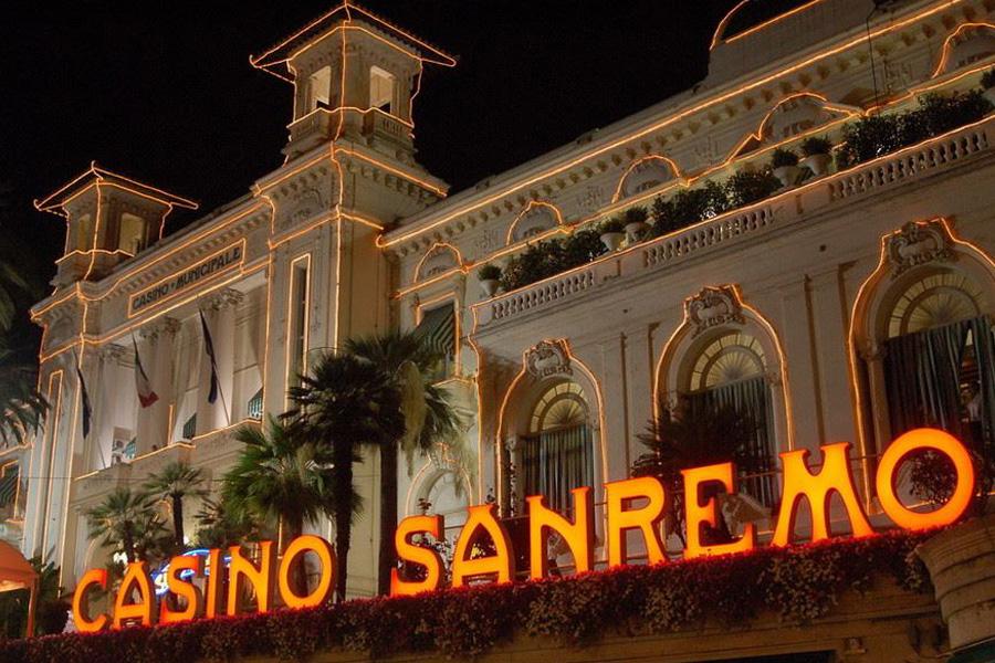 Casino DiscoInferno Sanremo special guest Martina Nova acrobata aerea di circo