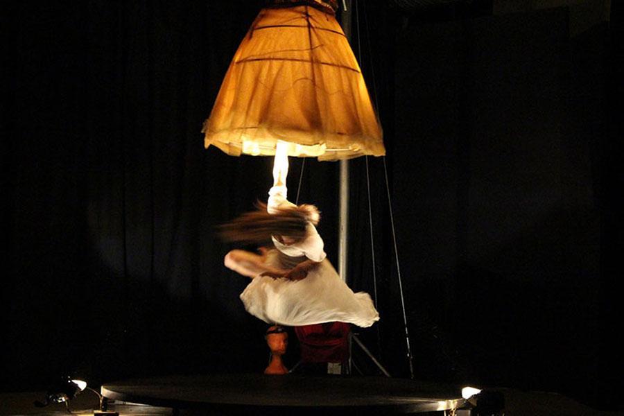 Martina Nova Luce spettacolo di circo e acrobatica aerea